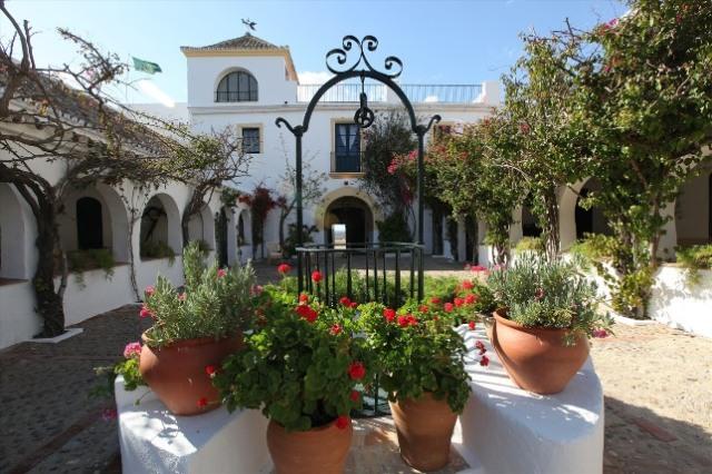 1-Hacienda-de-San-Rafael-Patio