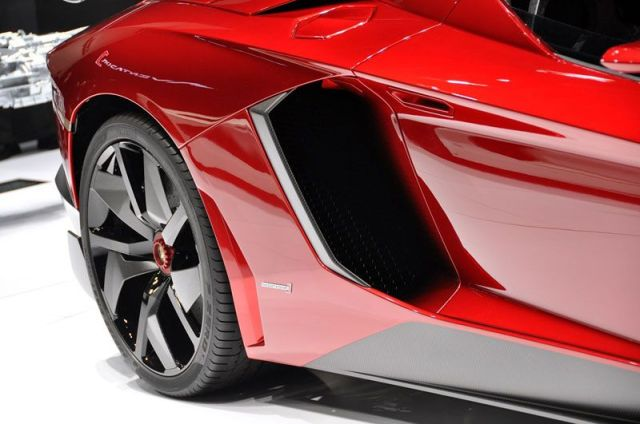 12-Lamborghini-Aventador-J