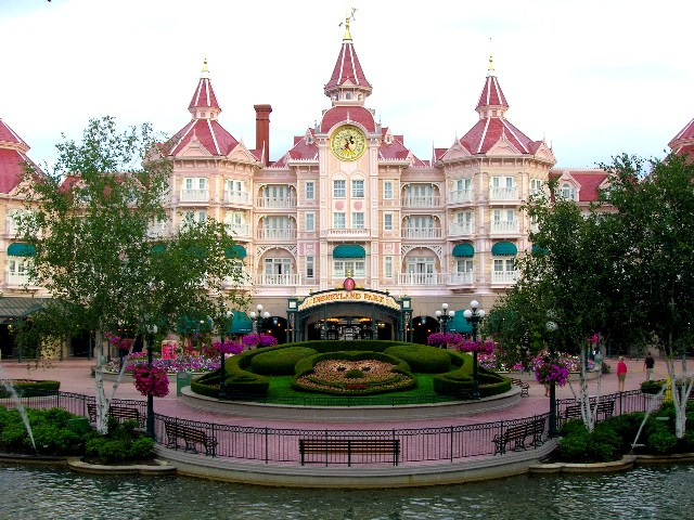 3-disneyland-paris-hotel