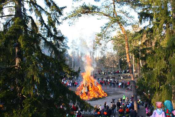 easter_bonfire_finland
