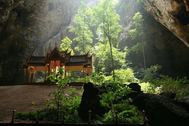 Khao-Sam-Roi-Yot-National-Park-Tham-Praya-Nakhon-Cave.-The-royal-pavilion