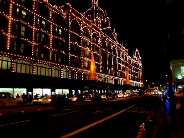 London-days.-Shopping-at-the-Harrods-1