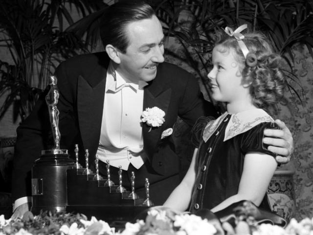 Walt-Disney-Getting-Oscar-for-Snow-White