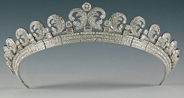 تيجان ملكية  امبراطورية فاخرة Cartier