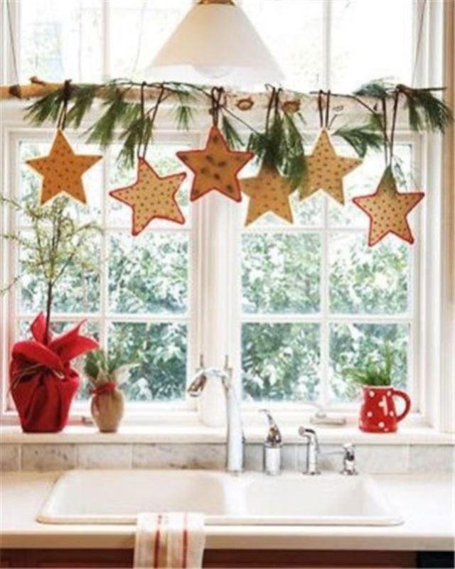 awesome-christmas-window-decor-ideas-17