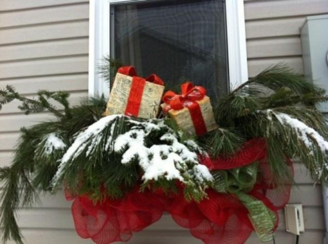 awesome-christmas-window-decor-ideas-44