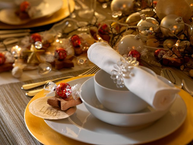 Golden-Christmas-table-1