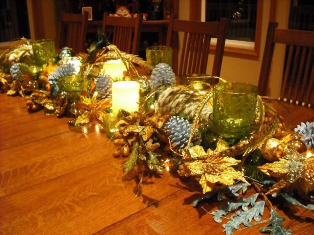Golden-Christmas-table-3