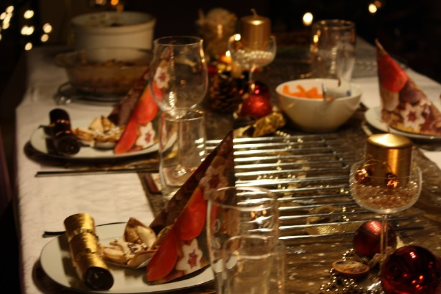 Golden-Christmas-table-4