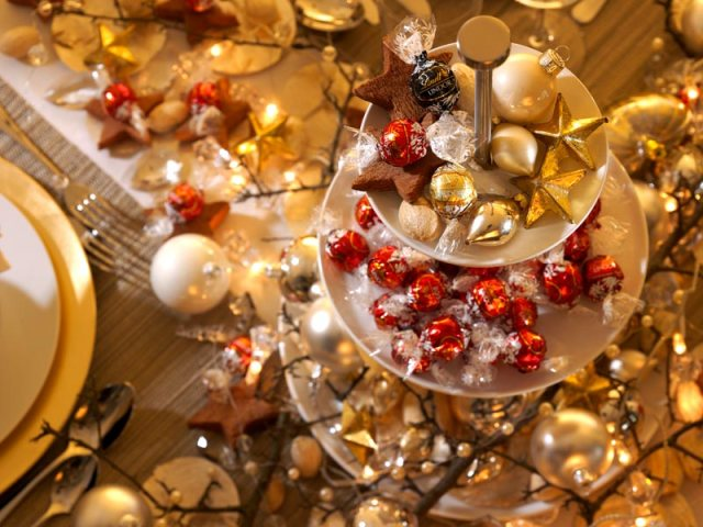 Golden-Christmas-table-5