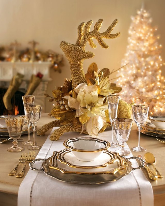 Golden-Christmas-table-6