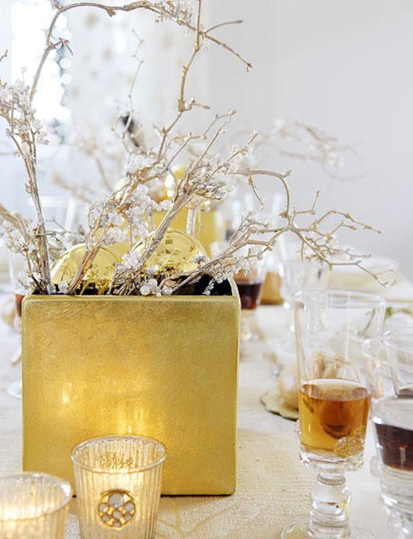 new-year-party-in-gold1-2