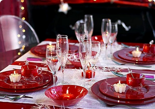 red_christmas_table6-1