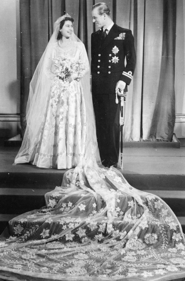royal-wedding-dress-queen-elizabeth-1947