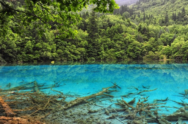 jiuzhaigou-national-park-lake-1
