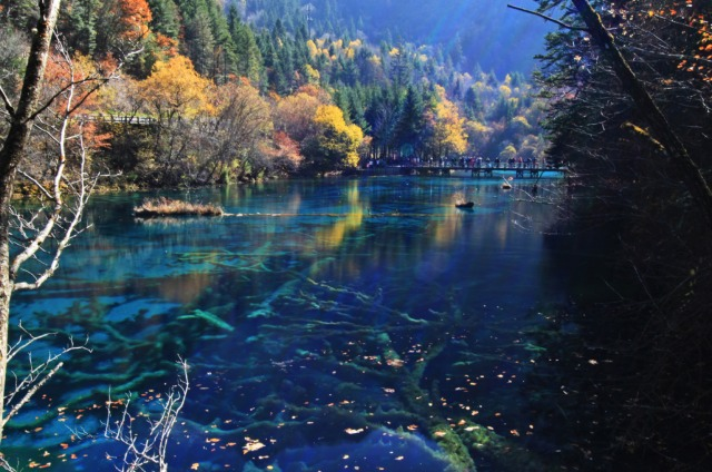 jiuzhaigou-national-park-lake-11