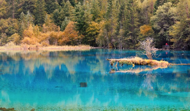jiuzhaigou-national-park-lake-2