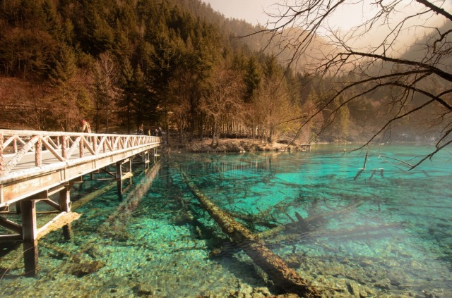jiuzhaigou-national-park-lake-6