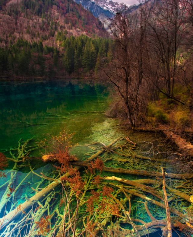jiuzhaigou-national-park-lake-9