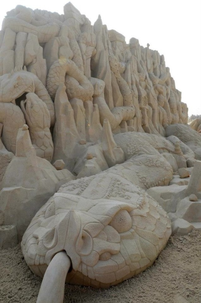kuwait-sand-sculptures-16