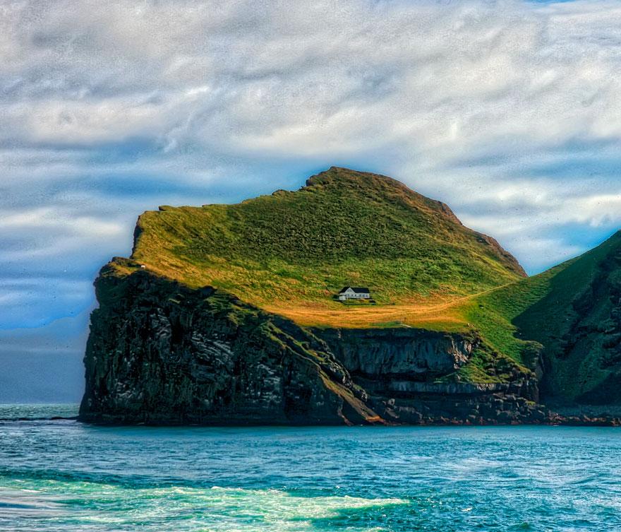 მარტოსული სახლი ისლანდიაში