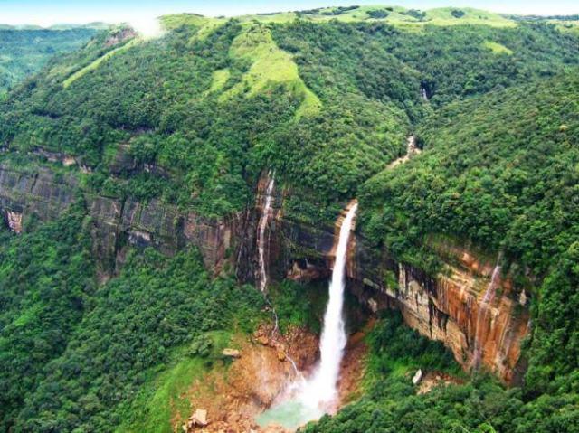 10 Nohkalikai-Falls