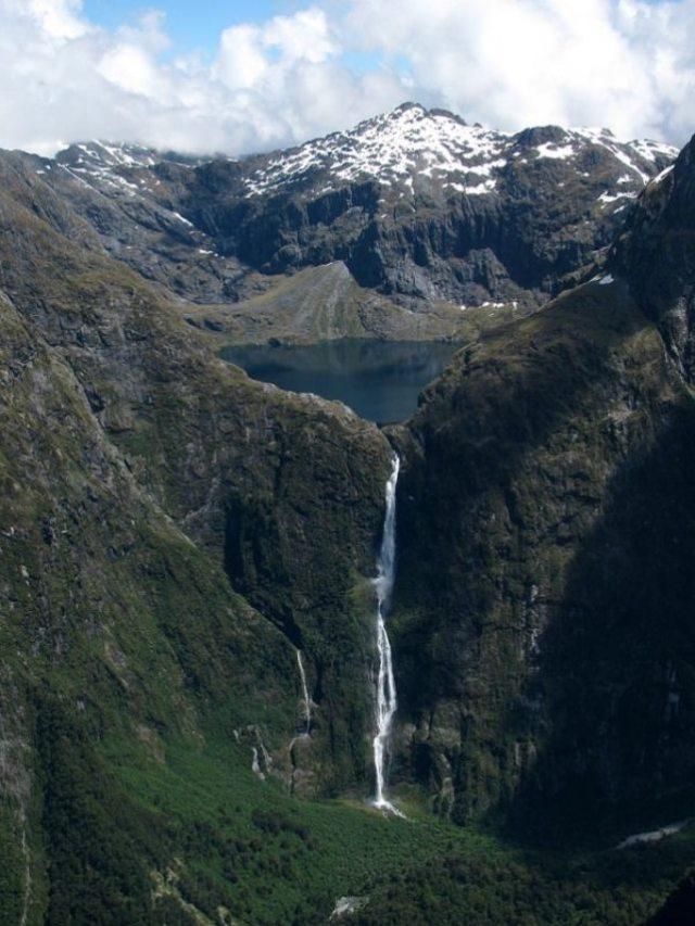 9 Sutherland-Falls